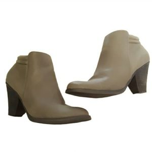 MIA zip up ankle boots booties brown size 8